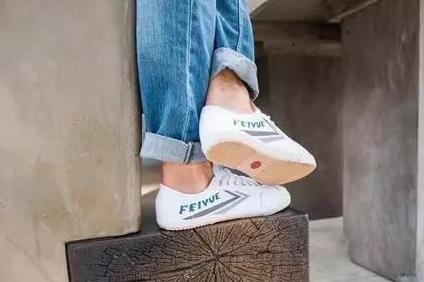 复古小白鞋有哪些?飞跃和回力小白鞋怎么样?-1