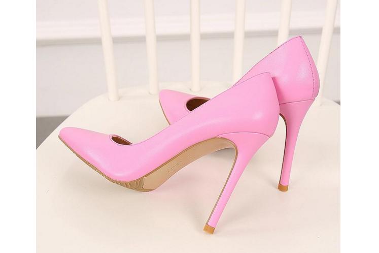 裸粉色高跟女鞋搭配图片?高跟女鞋品牌推荐?-1