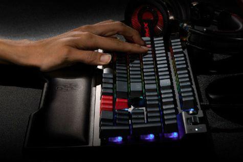 XPG推出SUMMONER召唤者机械键盘:铝面板磁吸手托-1