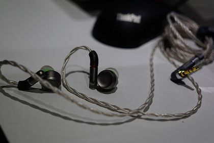 达音科Luna玥动圈耳机正式亮相:首款纯铍振膜的顶级动圈-2